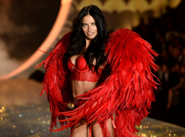 Adriana Lima「2013 Victoria's Secret Fashion Show - Show」:写真・画像(7)[壁紙.com]