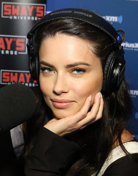 Adriana Lima「SiriusXM at Super Bowl 50 Radio Row - Day 2」:写真・画像(13)[壁紙.com]
