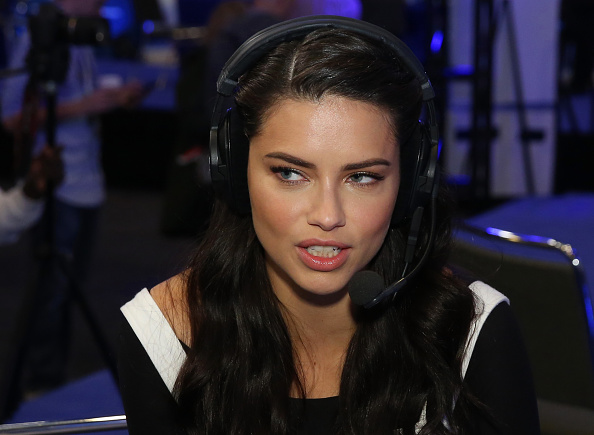 Adriana Lima「SiriusXM at Super Bowl 50 Radio Row - Day 2」:写真・画像(18)[壁紙.com]