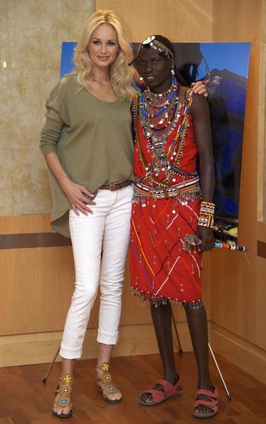 アドリアナ カランブー「Adriana Karembeu Presents 'Pikolino' Shoes」:写真・画像(5)[壁紙.com]