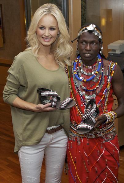 アドリアナ カランブー「Adriana Karembeu Presents 'Pikolino' Shoes」:写真・画像(7)[壁紙.com]