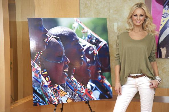 アドリアナ カランブー「Adriana Karembeu Presents 'Pikolino' Shoes」:写真・画像(4)[壁紙.com]