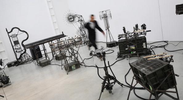 楽器「Mexican Artist Pedro Reyes Rehearses Using Musical Instruments He Has Created From Weapons Confiscated From Mexican Cartels」:写真・画像(0)[壁紙.com]