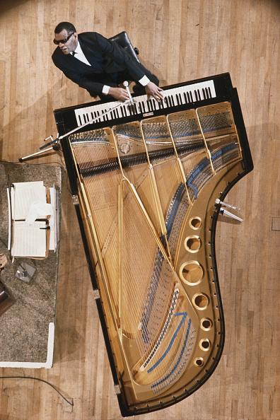 Keyboard Player「Ray Charles」:写真・画像(2)[壁紙.com]
