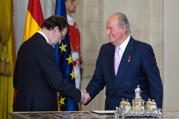 Mariano Rajoy Brey「King Juan Carlos Signs The Official Abdication Papers」:写真・画像(11)[壁紙.com]