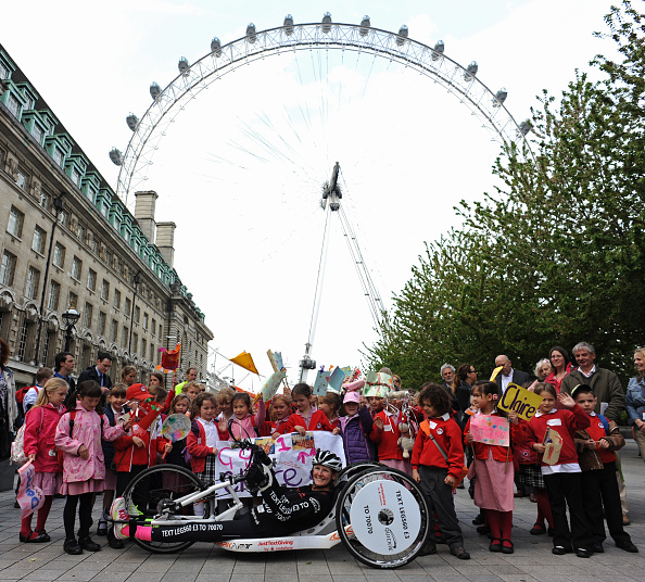 Amusement Park Ride「Claire Lomas' 640km Hand Bike Challenge Final in London」:写真・画像(9)[壁紙.com]