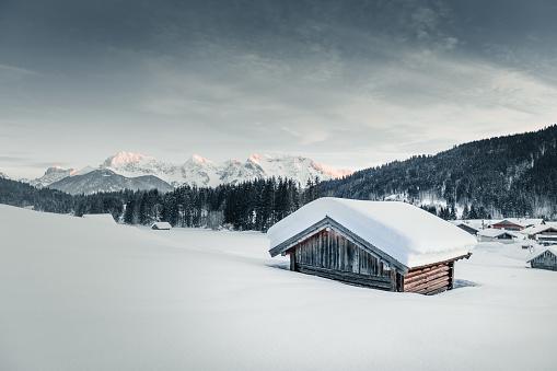 Garmisch-Partenkirchen「Cabin in snowy mountains」:スマホ壁紙(19)
