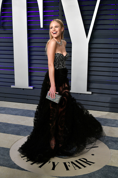 Silver Purse「2019 Vanity Fair Oscar Party Hosted By Radhika Jones - Arrivals」:写真・画像(3)[壁紙.com]
