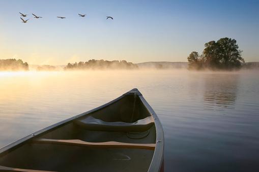 Atmospheric Mood「Canoe on Lake at Sunrise」:スマホ壁紙(9)