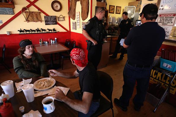Arizona「Wickenburg, AZ Businesses Open Two Weeks Ahead Of State-Ordered Date」:写真・画像(13)[壁紙.com]
