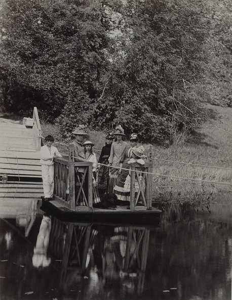 1880-1889「Ferry at the Pyotr Durnovo' Dacha in Petersburg, 1880s. Artist: Anonymous」:写真・画像(16)[壁紙.com]