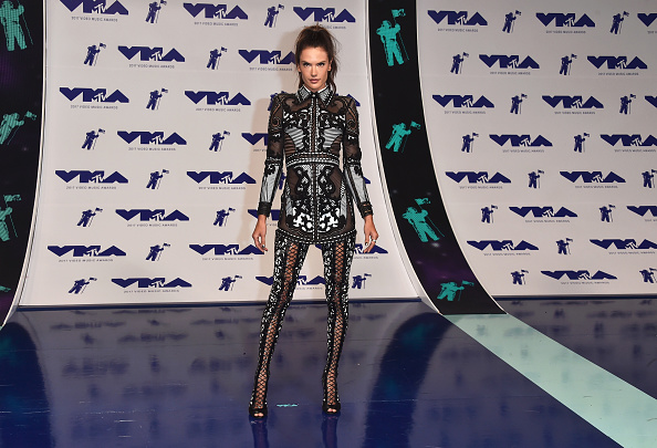 アレッサンドラ・アンブロジオ「2017 MTV Video Music Awards - Arrivals」:写真・画像(14)[壁紙.com]