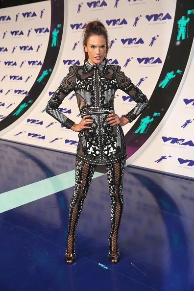 アレッサンドラ・アンブロジオ「2017 MTV Video Music Awards - Red Carpet」:写真・画像(6)[壁紙.com]