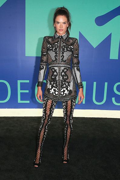アレッサンドラ・アンブロジオ「2017 MTV Video Music Awards - Red Carpet」:写真・画像(11)[壁紙.com]