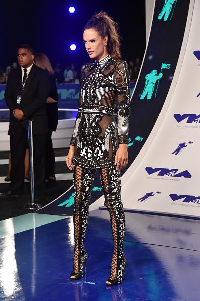アレッサンドラ・アンブロジオ「2017 MTV Video Music Awards - Arrivals」:写真・画像(12)[壁紙.com]