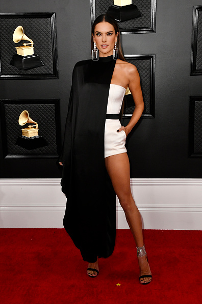 Alessandra Ambrosio「62nd Annual GRAMMY Awards – Arrivals」:写真・画像(18)[壁紙.com]