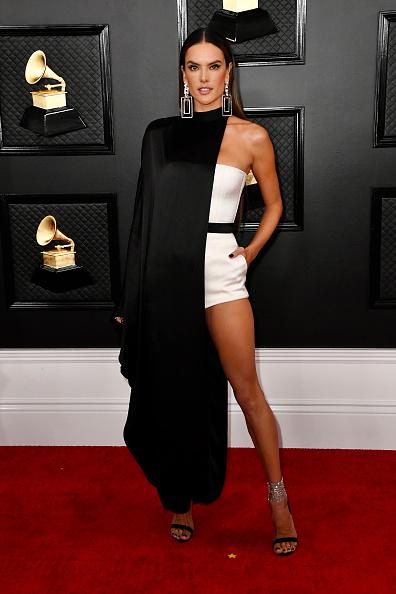 Alessandra Ambrosio「62nd Annual GRAMMY Awards – Arrivals」:写真・画像(15)[壁紙.com]