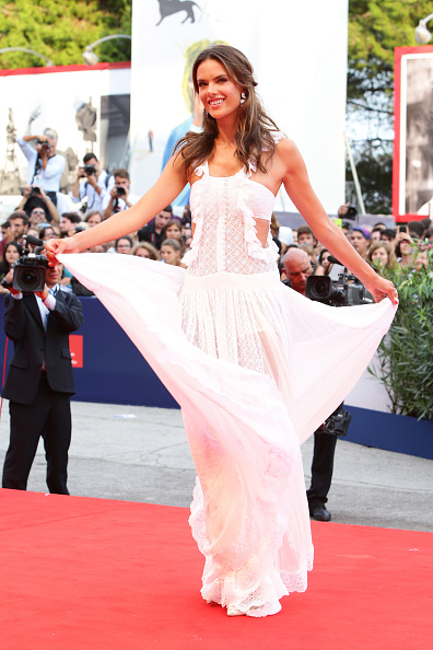 Large Group Of People「Opening Ceremony And 'Everest' Premiere - 72nd Venice Film Festival」:写真・画像(4)[壁紙.com]