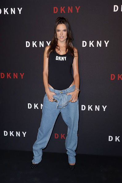 Alessandra Ambrosio「DKNY Turns 30 With Special Live Performances By Halsey And The Martinez Brothers - Red Carpet」:写真・画像(14)[壁紙.com]