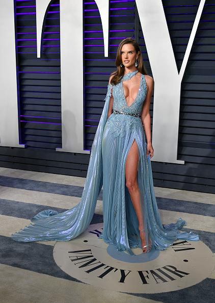 Alessandra Ambrosio「2019 Vanity Fair Oscar Party Hosted By Radhika Jones - Arrivals」:写真・画像(19)[壁紙.com]
