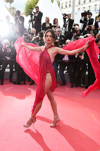 "Alessandra Ambrosio「""Les Miserables"" Red Carpet - The 72nd Annual Cannes Film Festival」:写真・画像(5)[壁紙.com]"