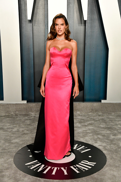 Pink Dress「2020 Vanity Fair Oscar Party Hosted By Radhika Jones - Arrivals」:写真・画像(13)[壁紙.com]