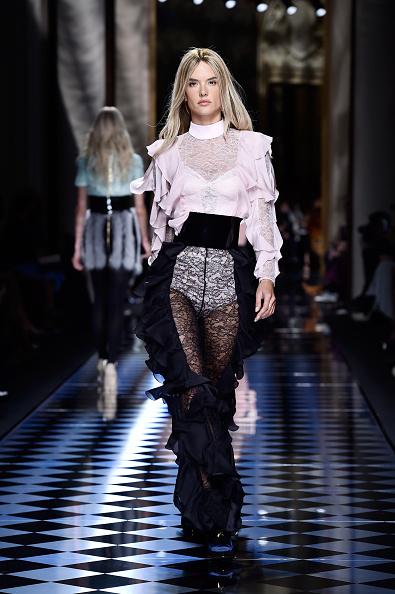 アレッサンドラ・アンブロジオ「Balmain : Runway - Paris Fashion Week Womenswear Fall/Winter 2016/2017」:写真・画像(9)[壁紙.com]