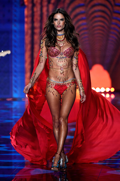 ビキニ「2014 Victoria's Secret Fashion Show - Runway」:写真・画像(15)[壁紙.com]