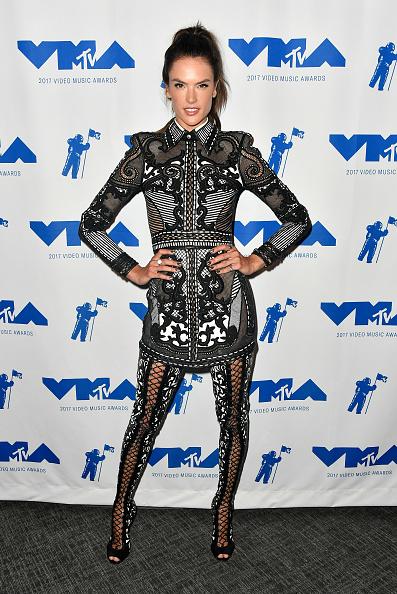 アレッサンドラ・アンブロジオ「2017 MTV Video Music Awards - Backstage」:写真・画像(0)[壁紙.com]