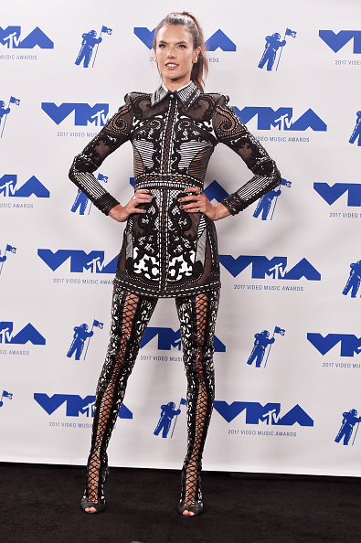 アレッサンドラ・アンブロジオ「2017 MTV Video Music Awards - Press Room」:写真・画像(2)[壁紙.com]