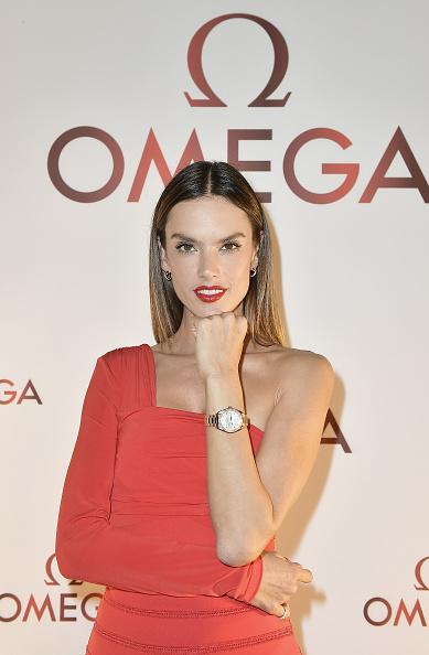 Alternative Pose「Alessandra Ambrosio Celebrates OMEGA Aqua Terra Collection In Miami」:写真・画像(9)[壁紙.com]