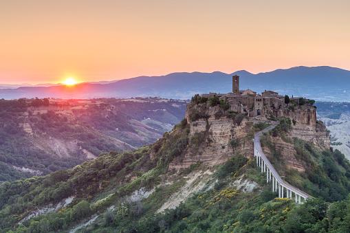 UNESCO World Heritage Site「Bagnoregio at dawn in Italy.」:スマホ壁紙(8)