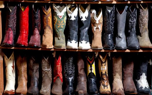 Shoe Store「Rack of cowboy boots in shoe store, full frame」:スマホ壁紙(19)