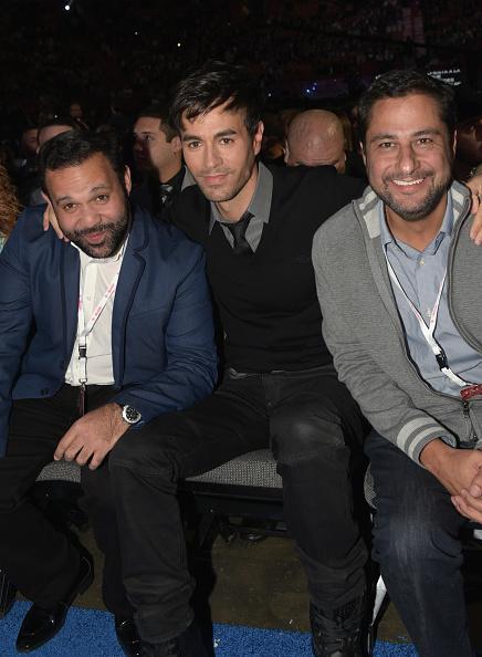 Enrique Iglesias - Singer「2015 Premios Lo Nuestros Awards - Show」:写真・画像(12)[壁紙.com]