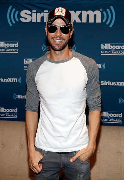 """Enrique Iglesias - Singer「SiriusXM's """"The Morning Mash Up"""" Broadcasts Backstage Leading Up To The Billboard Music Awards」:写真・画像(9)[壁紙.com]"""