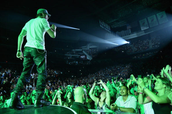 Enrique Iglesias - Singer「Enrique Iglesias and Pitbull Perform at Opening Night of U.S. Tour」:写真・画像(2)[壁紙.com]