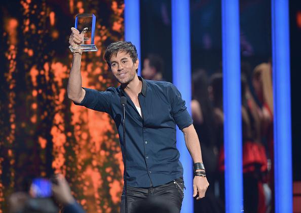 Enrique Iglesias - Singer「2015 Billboard Latin Music Awards - Show」:写真・画像(13)[壁紙.com]
