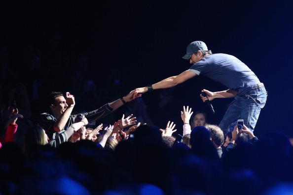 Enrique Iglesias - Singer「101.3 KDWB's Jingle Ball 2013 - SHOW」:写真・画像(15)[壁紙.com]