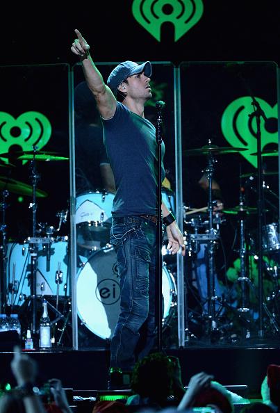 Enrique Iglesias - Singer「Z100's Jingle Ball 2013 Presented by Aeropostale - Show」:写真・画像(6)[壁紙.com]