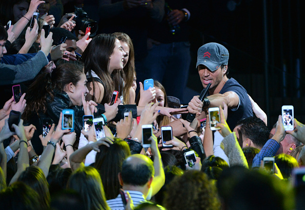 Enrique Iglesias - Singer「Z100's Jingle Ball 2013 Presented by Aeropostale - Show」:写真・画像(6)[壁紙.com]