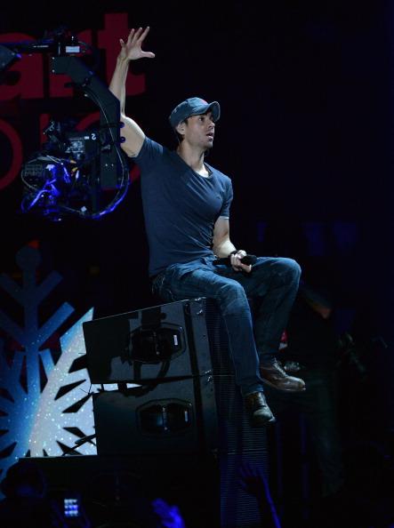 Enrique Iglesias - Singer「Z100's Jingle Ball 2013 Presented by Aeropostale - Show」:写真・画像(3)[壁紙.com]