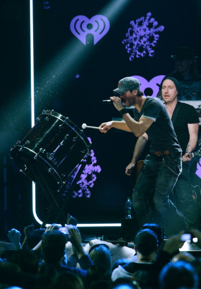 Enrique Iglesias - Singer「Z100's Jingle Ball 2013 Presented by Aeropostale - Show」:写真・画像(5)[壁紙.com]