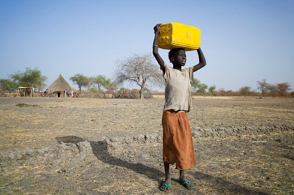 Carrying「Collecting Water In South Sudan」:写真・画像(19)[壁紙.com]