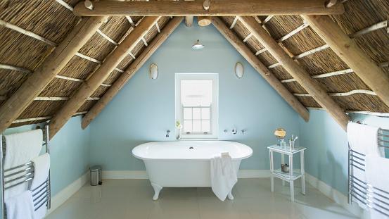 Roof Beam「Luxury attic bathroom」:スマホ壁紙(9)