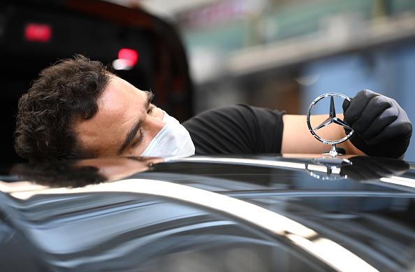 Mercedes-Benz「Mercedes Relaunches Automobile Production As Lockdown Measures Ease」:写真・画像(7)[壁紙.com]