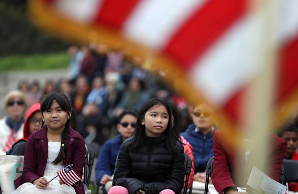 ヒューマンインタレスト「Naturalization Ceremony Held For 25 Children And Their Parents In San Francisco」:写真・画像(8)[壁紙.com]