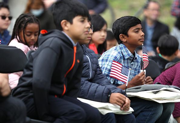 ヒューマンインタレスト「Naturalization Ceremony Held For 25 Children And Their Parents In San Francisco」:写真・画像(7)[壁紙.com]