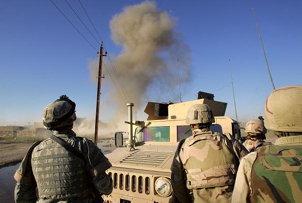 Baghdad「Army Explosives Team Destroys Roadside Bombs In Iraq」:写真・画像(2)[壁紙.com]