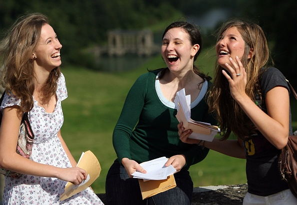 Iona「GCSE Results Are Released In The UK」:写真・画像(7)[壁紙.com]