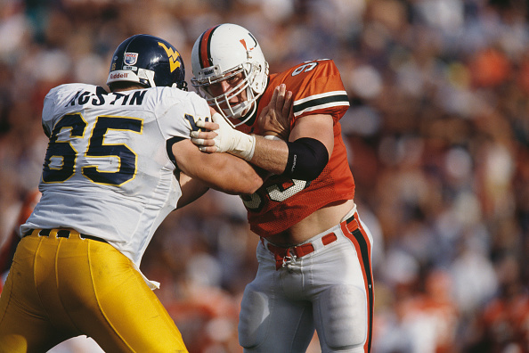 Defensive Lineman - American Football Player「West Virginia Mountaineers vs University of Miami (FL) Hurricanes」:写真・画像(7)[壁紙.com]